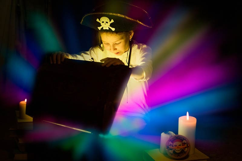 Piratenmädchen fand Schatz