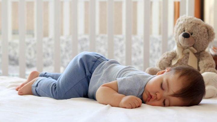 Das Baby Dreht Sich Im Schlaf Auf Den Bauch – Schwierig Für Die Eltern