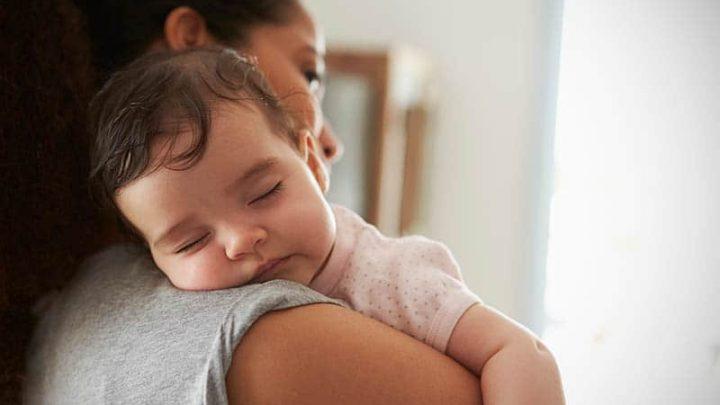 Mein Baby Schläft Nur Auf Dem Arm Ein – Was Kann Ich Dagegen Tun?