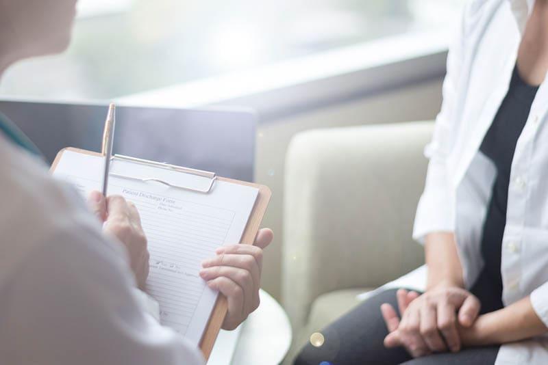 Patient mit schwerer depressiver Störung mit Arzt