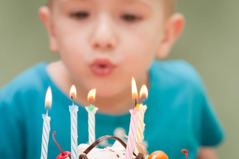 Geburtstagsfeier Feier süße Kuchen Essen Kerze