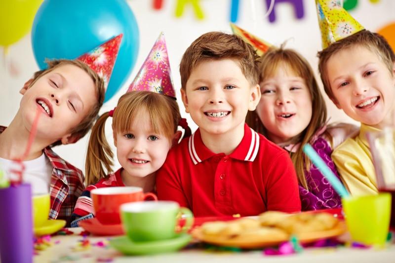 Gruppe von entzückenden Kindern