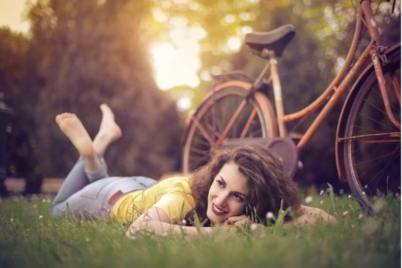 Glückliches Mädchen im Park
