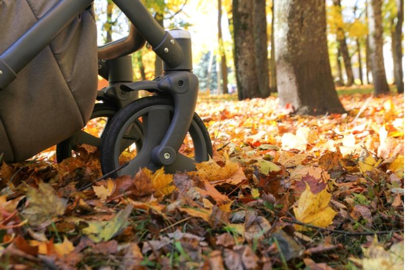 Kinderwagenräder im Park