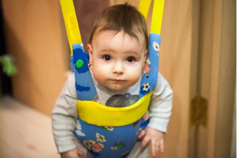 ernstes Baby in Tuerhopser