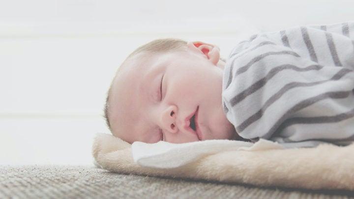 Baby Zuckt Im Schlaf – Was Steckt Dahinter?