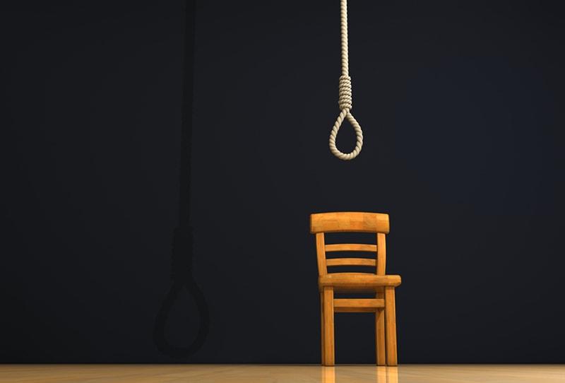 Schlinge und Stuhl des Henkers auf der Bühne