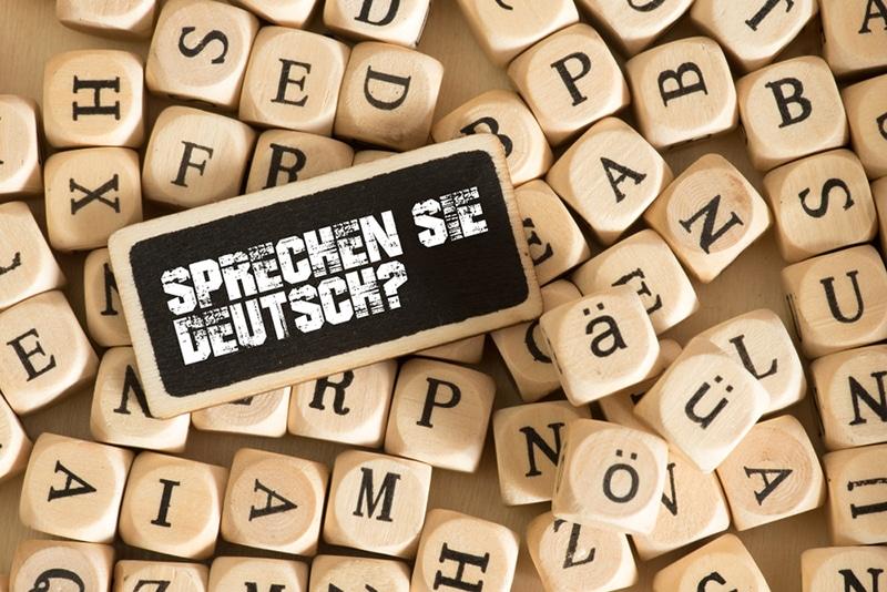 Sprechen sie Deutsch Frage auf Holzbrett und Holzbuchstaben
